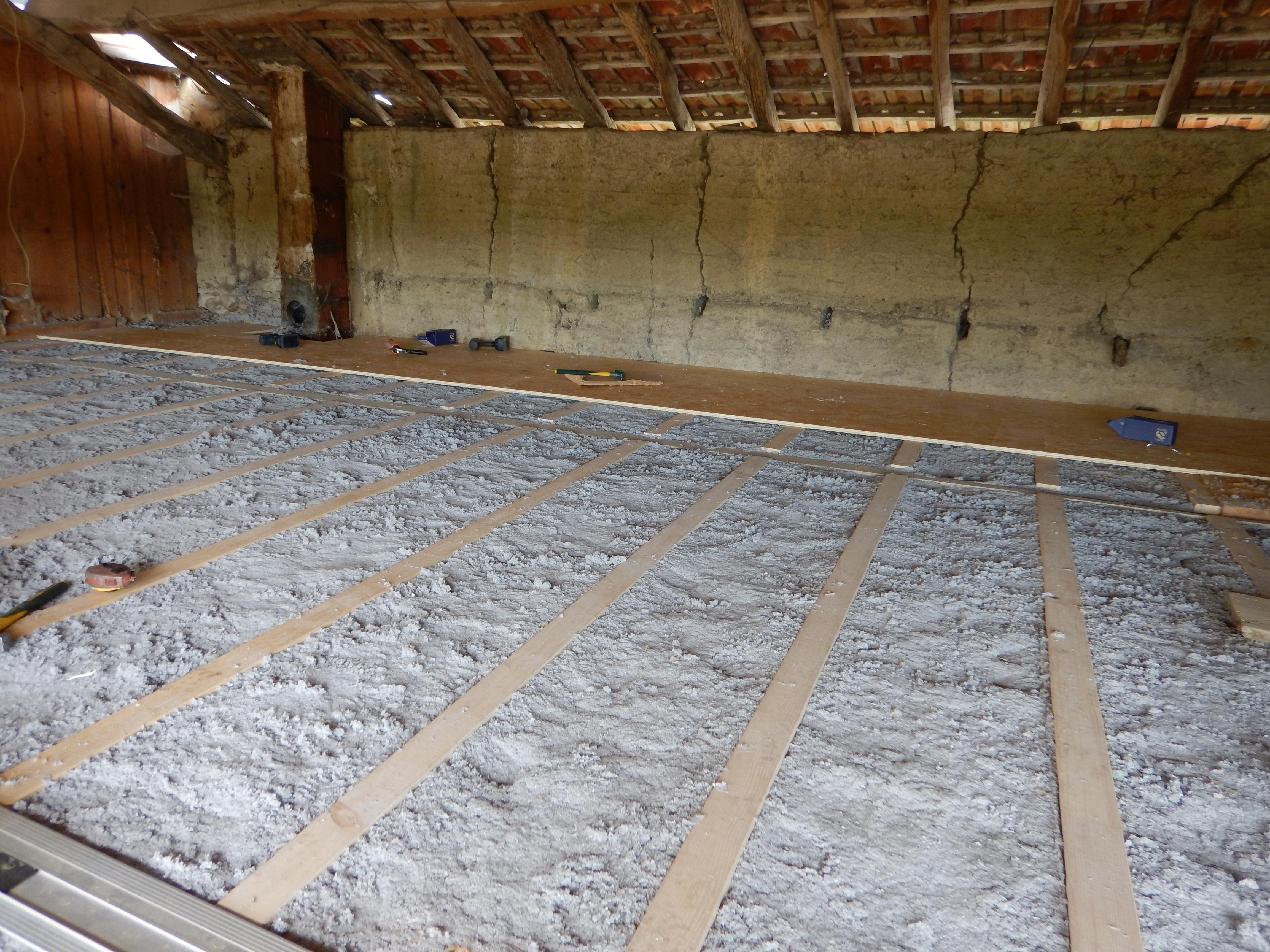 salle de bain etage plancher bois. Black Bedroom Furniture Sets. Home Design Ideas